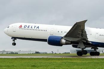 N828MH - Delta Air Lines Boeing 767-400ER