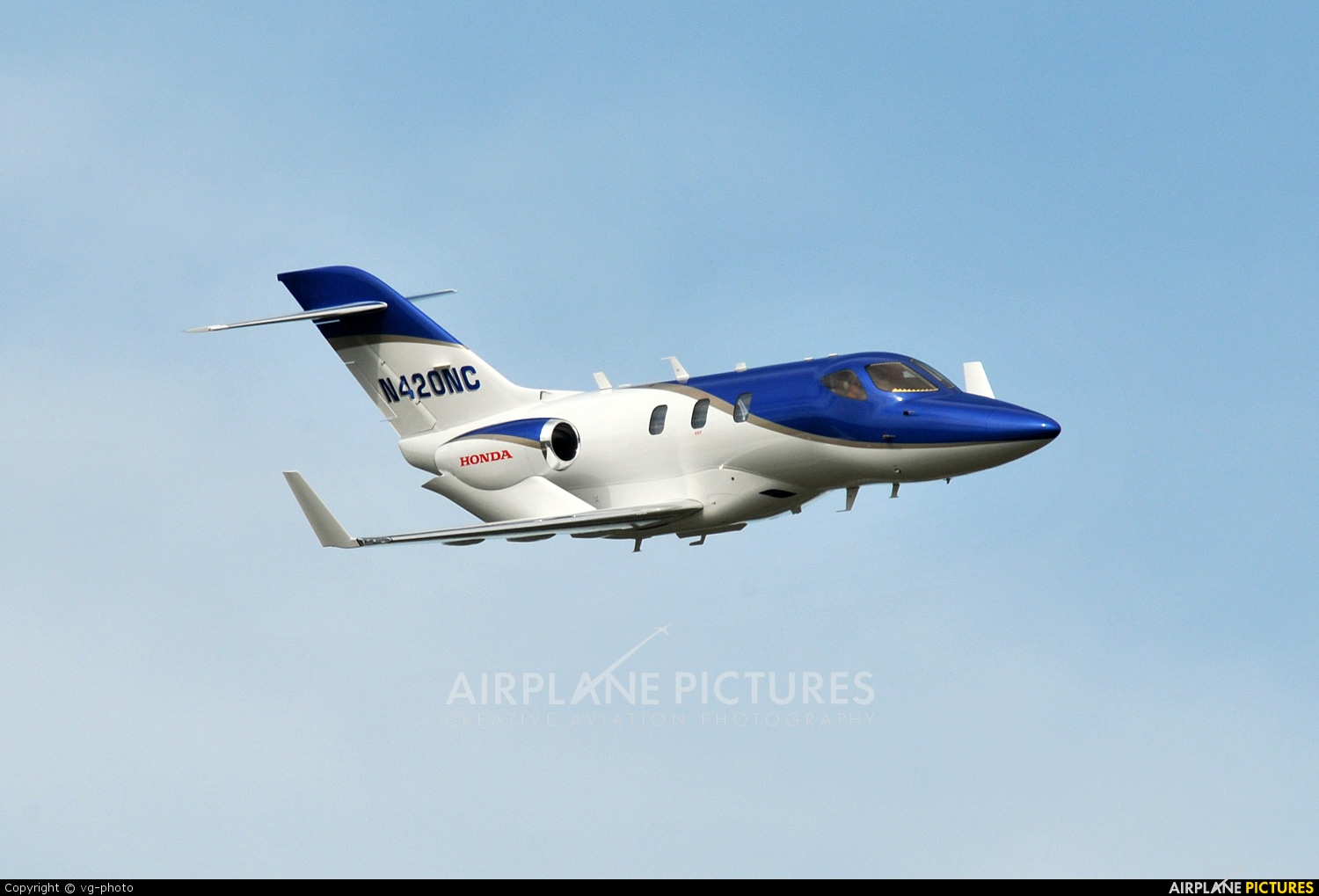 N420nc private honda ha 420 hondajet at oshkosh for Honda private jet