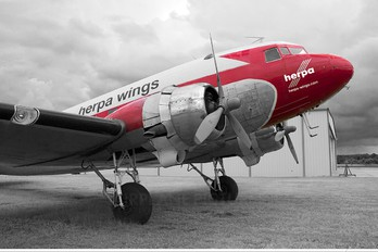 N143D - Private Douglas DC-3