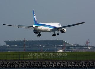 JA752A - ANA - All Nippon Airways Boeing 777-300