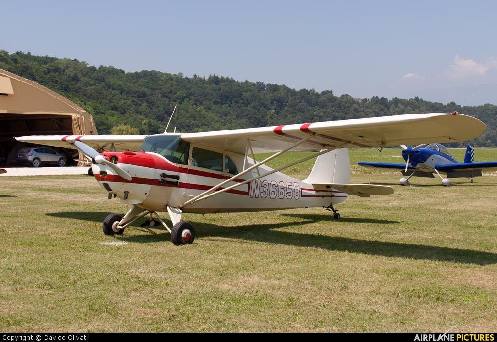 Private N36658 aircraft at Nervesa della Battaglia