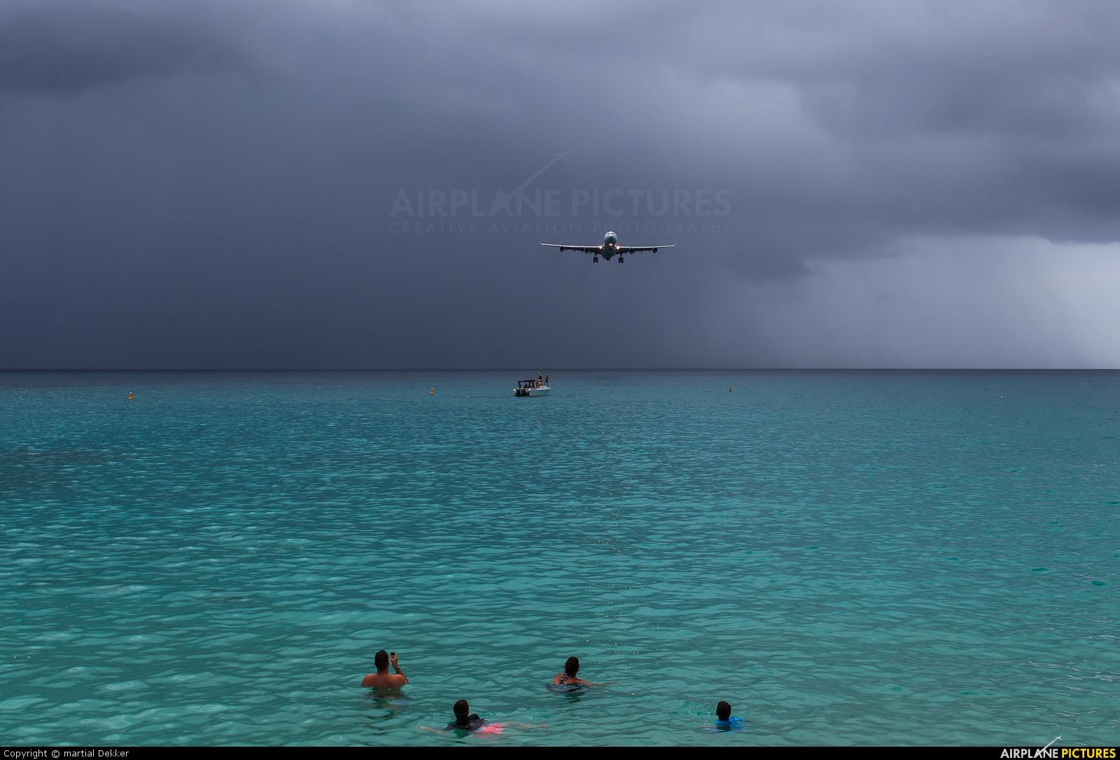 Air France F-GLZU aircraft at Sint Maarten - Princess Juliana Intl