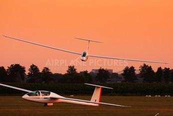 - - Private DG Flugzeugbau DG-1000