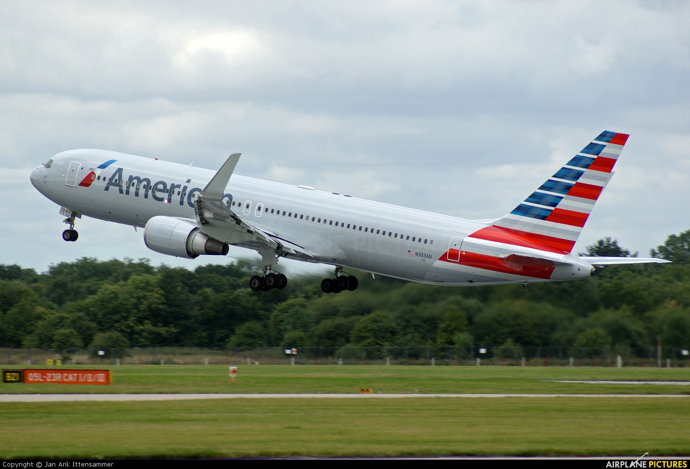 N383AN - American Airlines Boeing 767-300 at Manchester ...