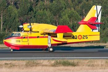 UD.13-25 - Spain - Air Force Canadair CL-215T
