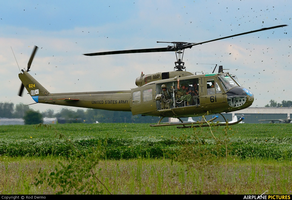 Huey Helicopter For Sale >> N624HF - Private Bell UH-1H Iroquois at Detroit - Willow Run | Photo ID 320173 | Airplane ...