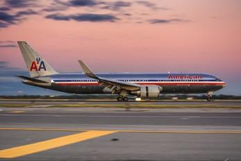 N334AN - American Airlines Boeing 767-300