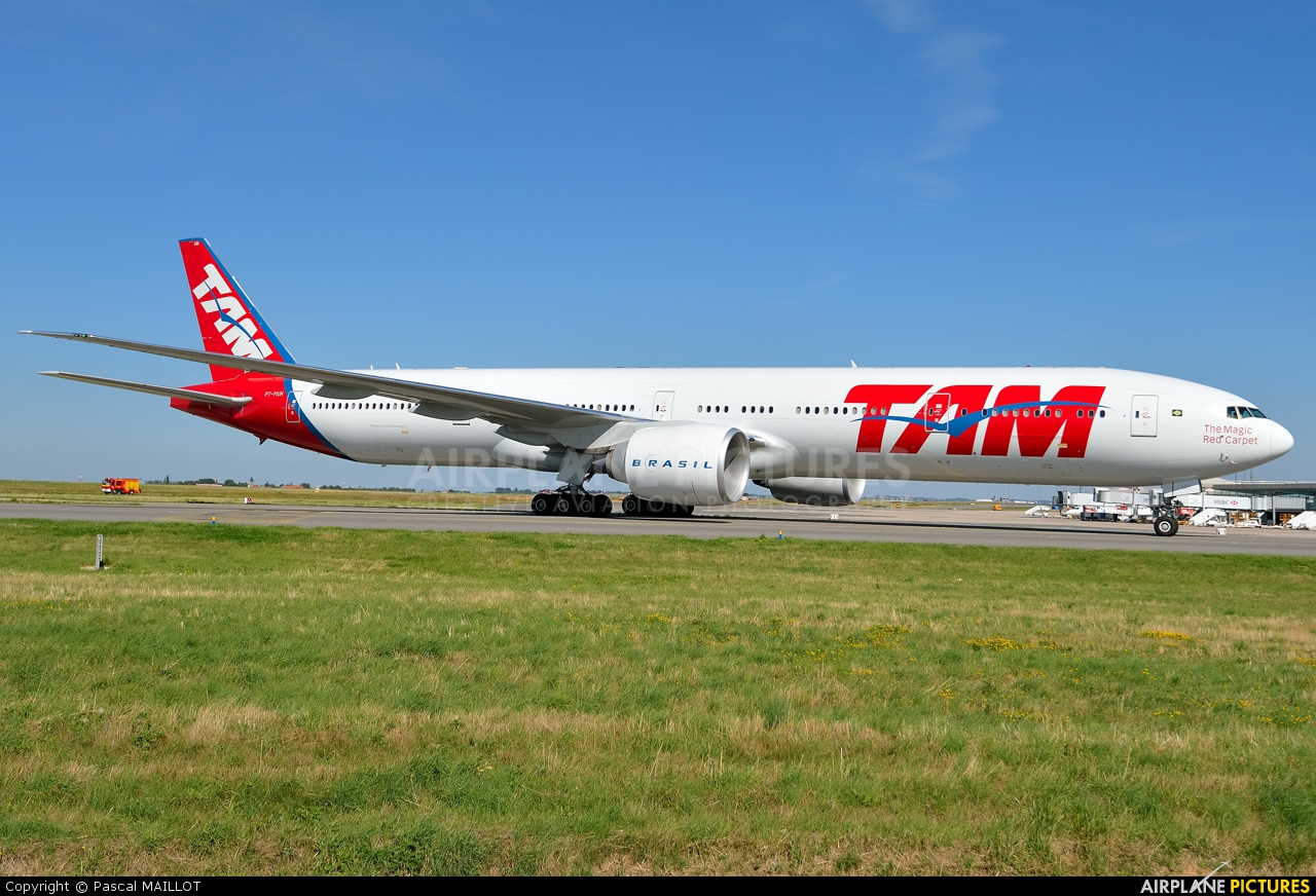 TAM PT-MUH aircraft at Paris - Charles de Gaulle
