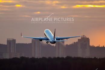 EI-RUE - Transaero Airlines Boeing 737-800