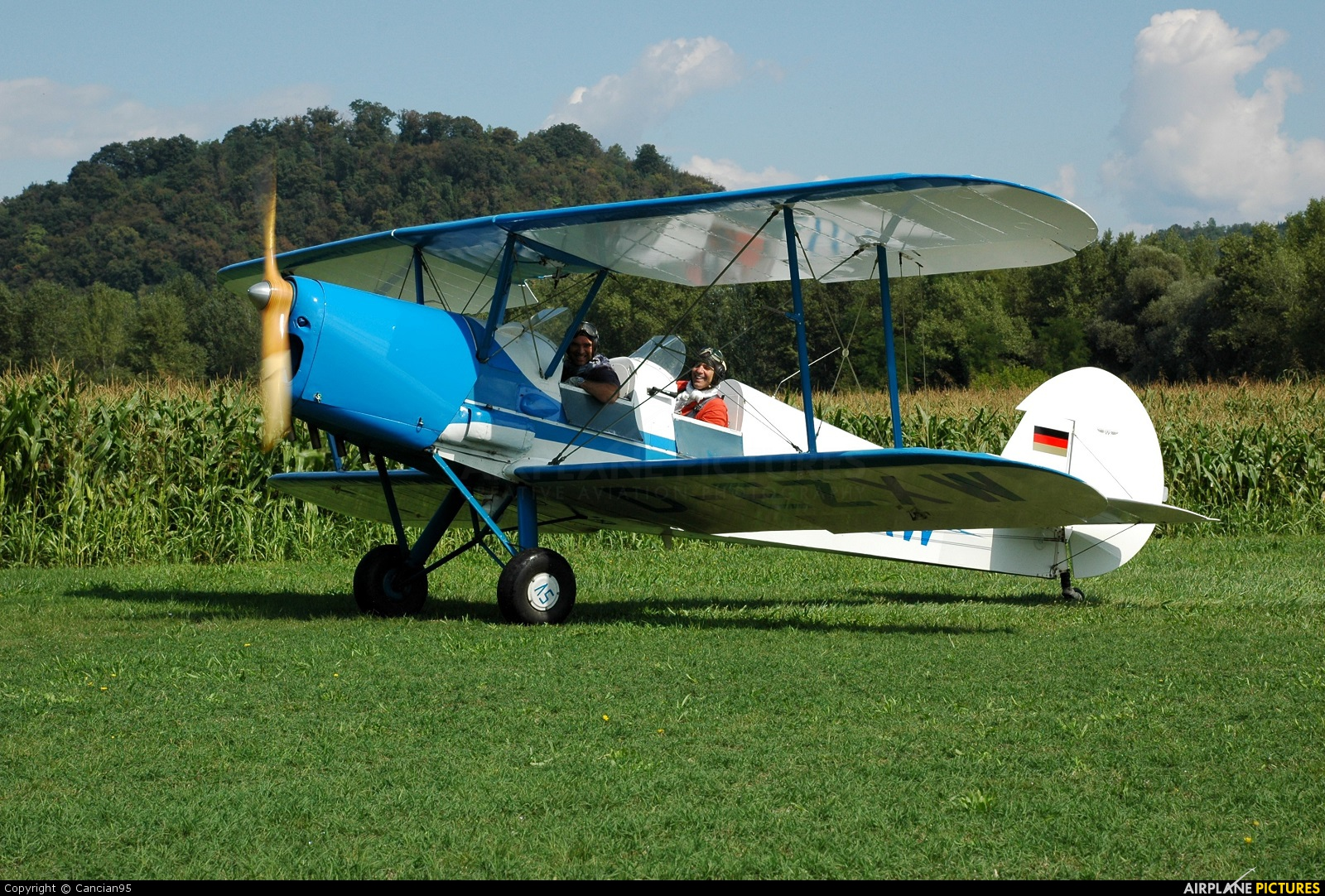Private D-EZXW aircraft at Nervesa della Battaglia