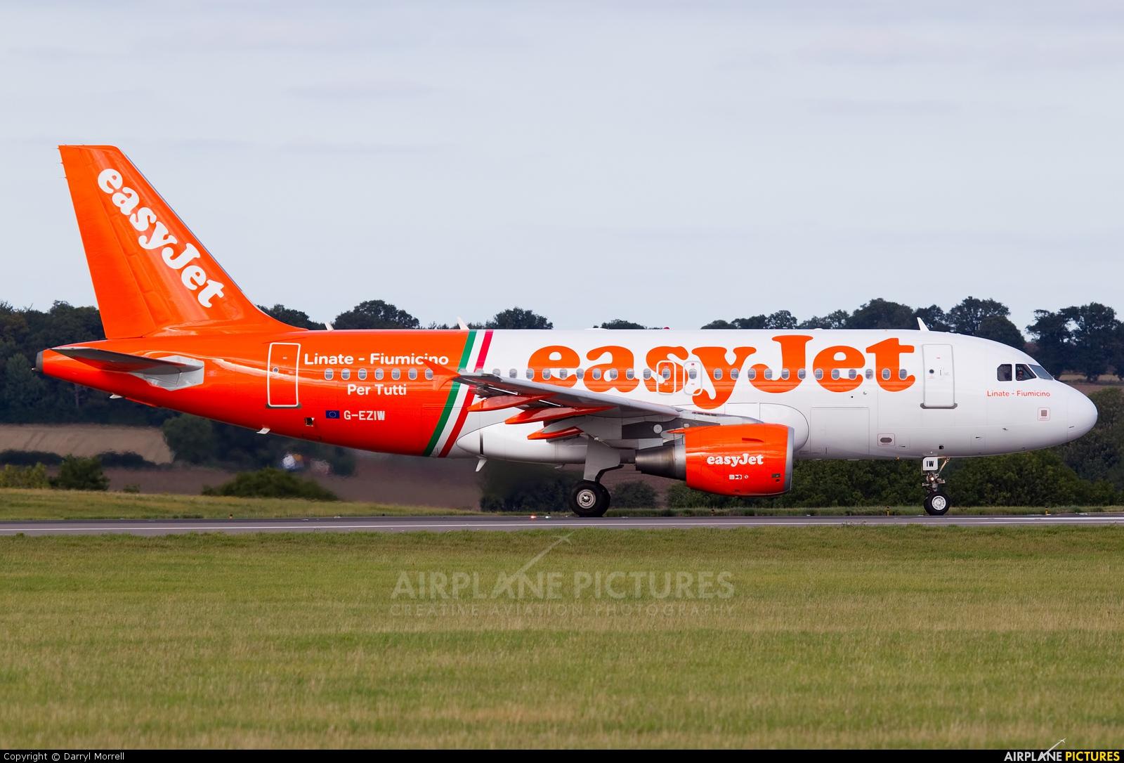 easyJet G-EZIW aircraft at London - Luton