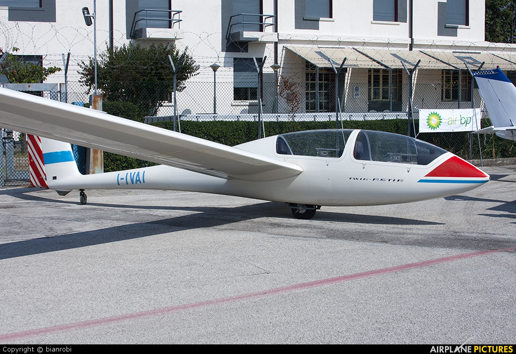 Private I-IVAI aircraft at Padova