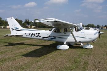 I-UNJE - Private Cessna 172 Skyhawk (all models except RG)