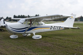 D-EIYR - Private Cessna 172 Skyhawk (all models except RG)