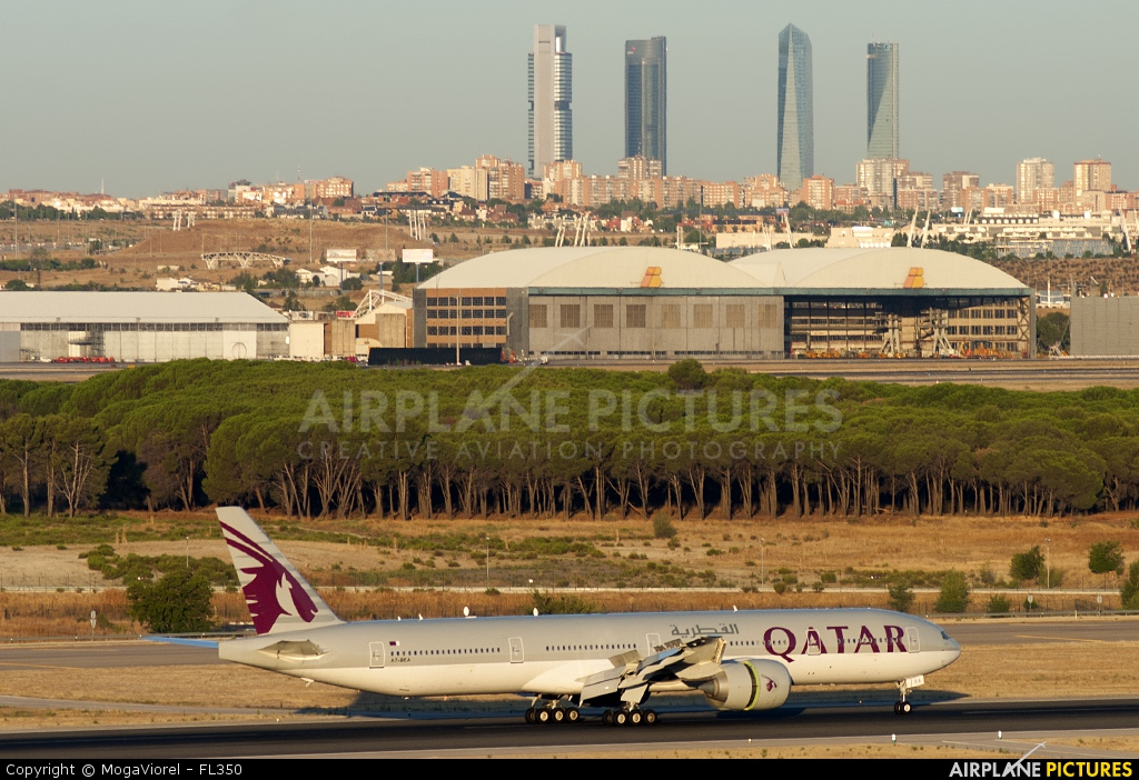 A7 bea qatar airways boeing 777 300er at madrid for Oficina qatar airways madrid