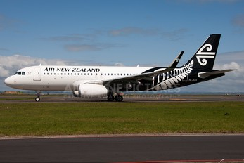 ZK-OXB - Air New Zealand Airbus A320
