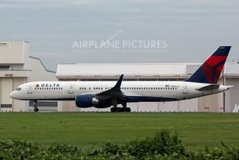 N546US - Northwest Airlines Boeing 757-200