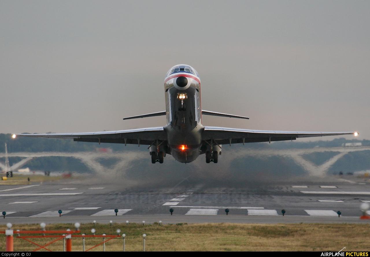 American Airlines - aircraft at Washington - Ronald Reagan National