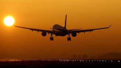 - - Delta Air Lines Airbus A330-200