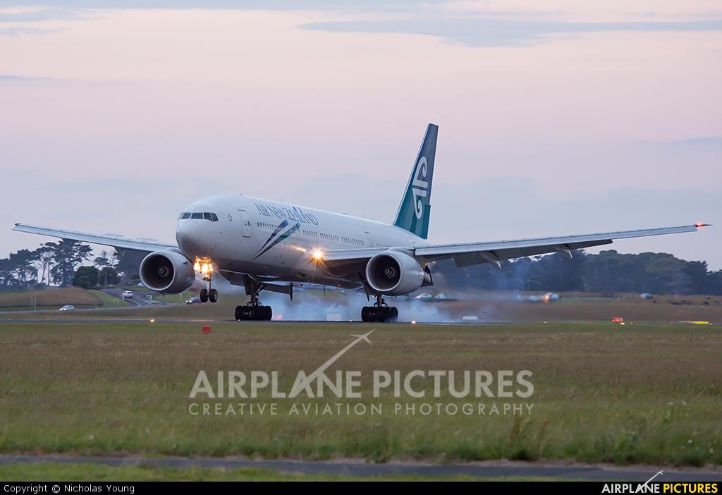 Air New Zealand ZK-OKB aircraft at Auckland Intl