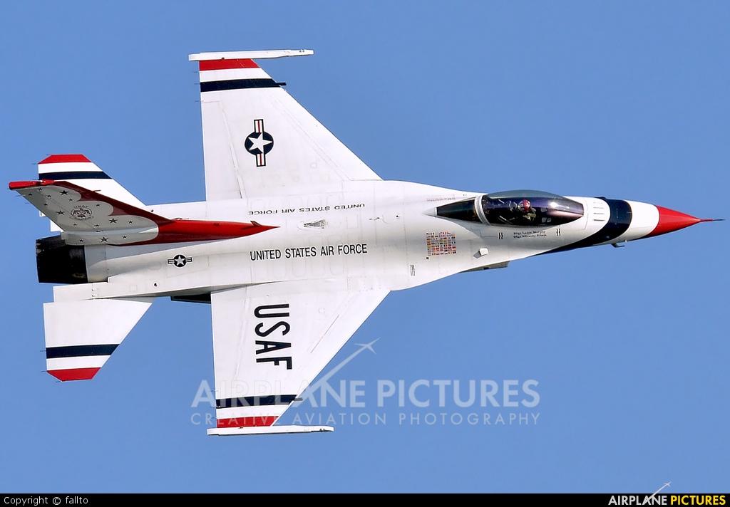 USA - Air Force : Thunderbirds 92-0392 aircraft at Jesolo