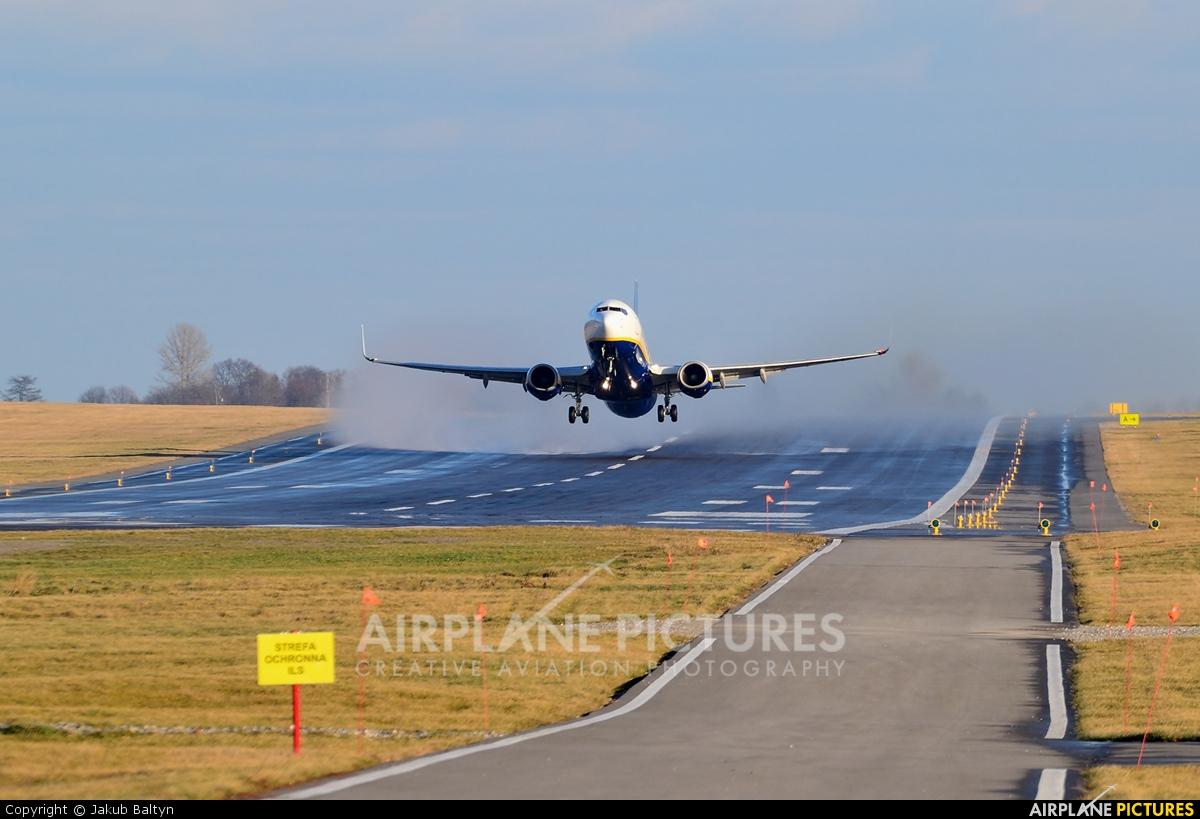 Ryanair EI-DLE aircraft at Lublin