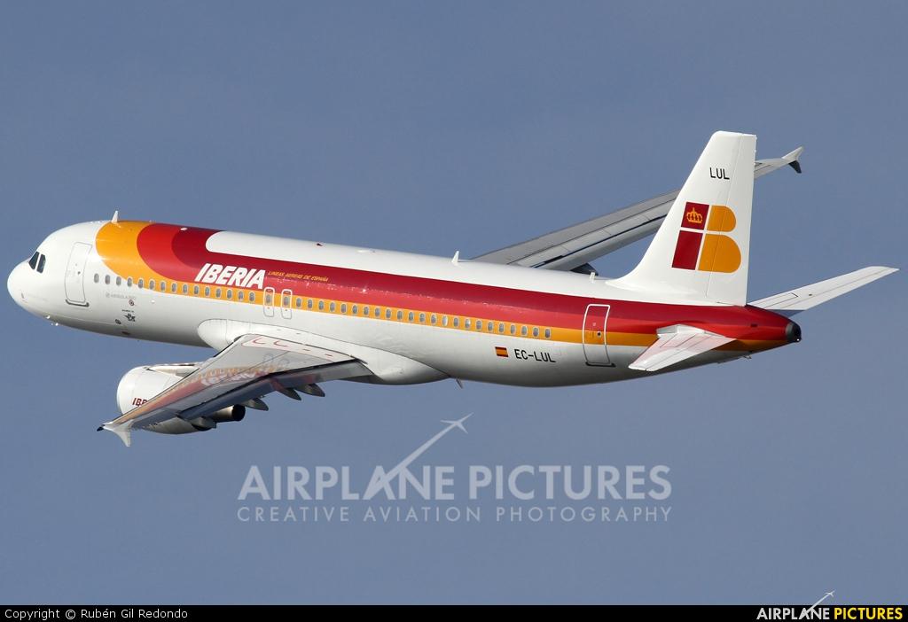 Iberia EC-LUL aircraft at Barcelona - El Prat