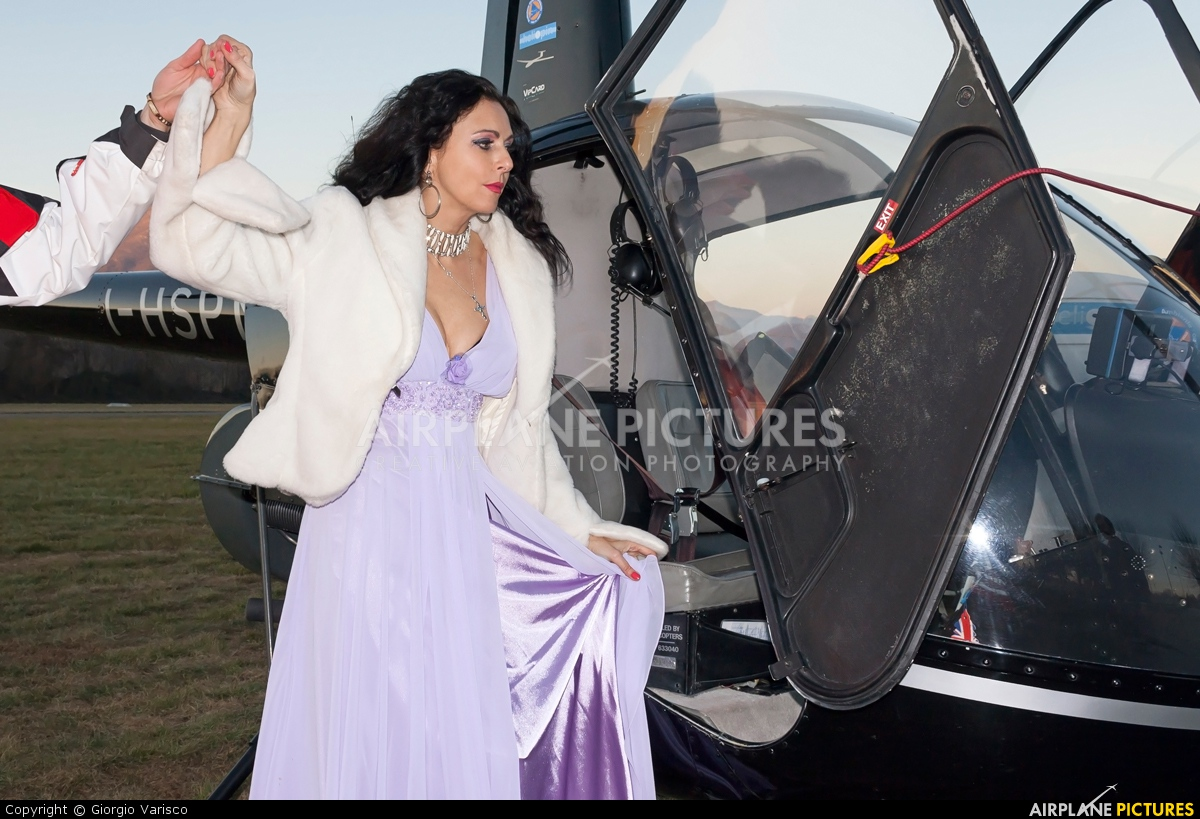 - Aviation Glamour - aircraft at Valbrembo