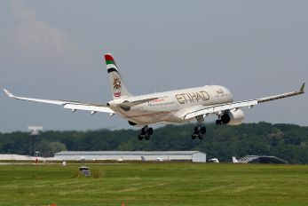 A6-AFB - Etihad Airways Airbus A330-300