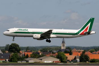 EI-IXZ - Alitalia Airbus A321