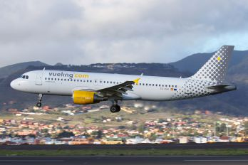 EC-KMI - Vueling Airlines Airbus A320