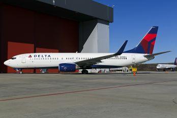 N389DA - Delta Air Lines Boeing 737-800
