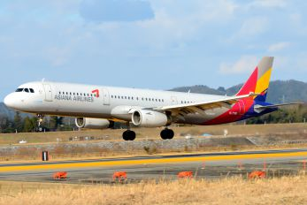 HL7790 - Asiana Airlines Airbus A321