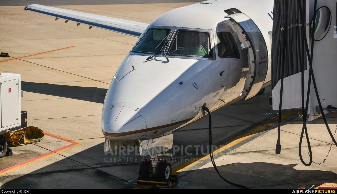United Express N15527 aircraft at Valley Intl