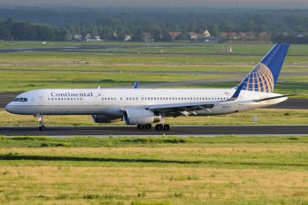 N17133 - Continental Airlines Boeing 757-200