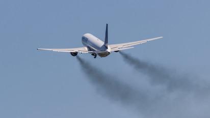 N655UA - United Airlines Boeing 767-300ER