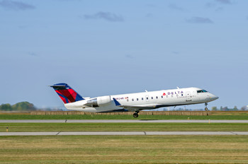 N8924B - Delta Connection Canadair CL-600 CRJ-200