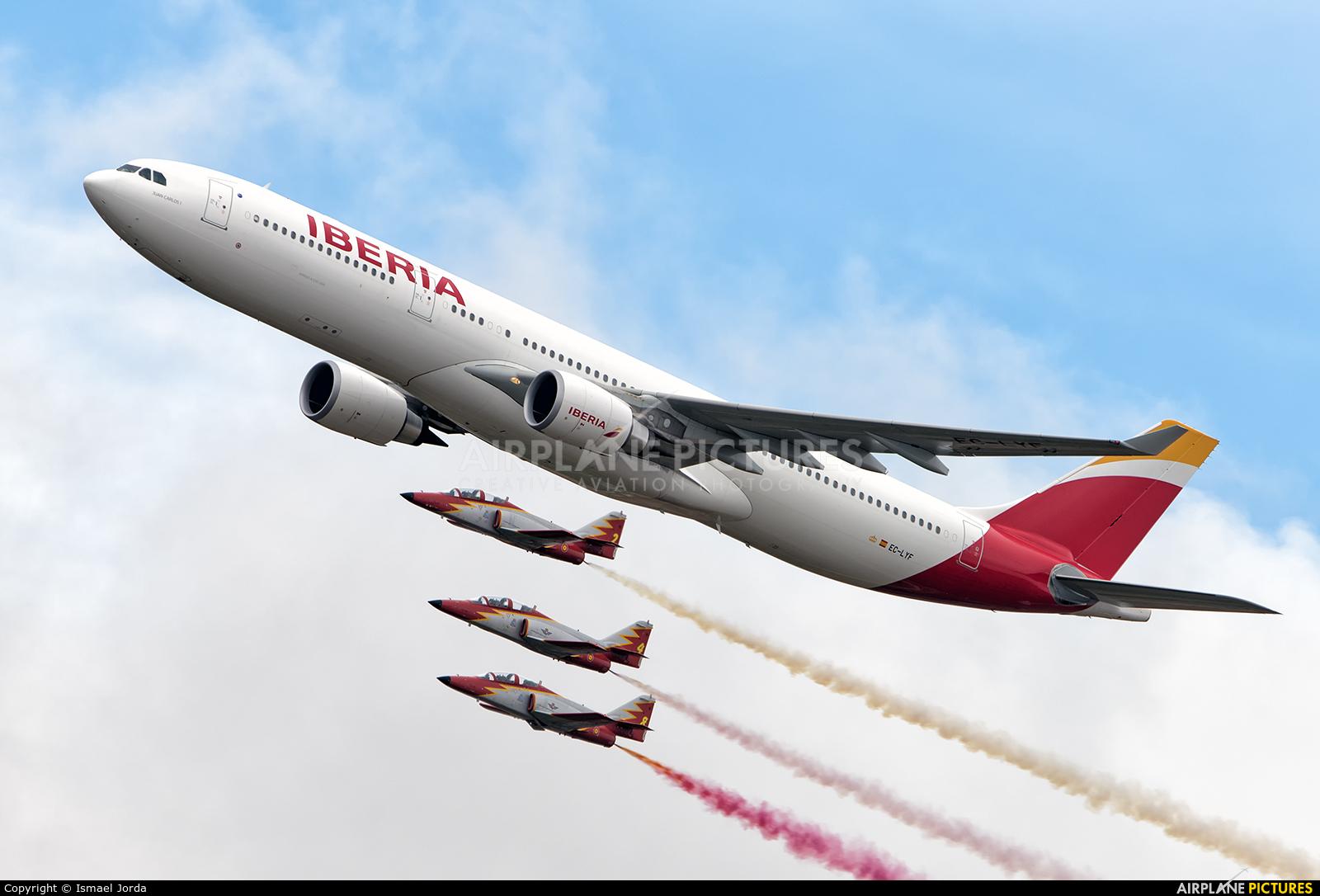 Iberia EC-LYF aircraft at Madrid - Torrejon