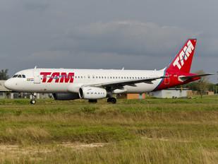 PR-MAZ - TAM Airbus A320