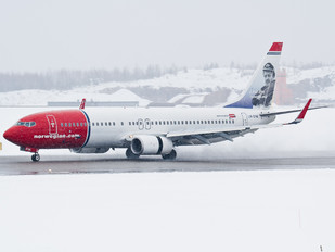 LN-DYA - Norwegian Air Shuttle Boeing 737-800