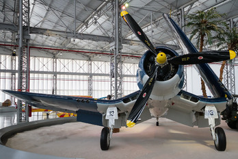 17-F-13 - USA - Marine Corps Vought F4U Corsair
