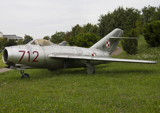 712 - Poland - Air Force PZL Lim-1