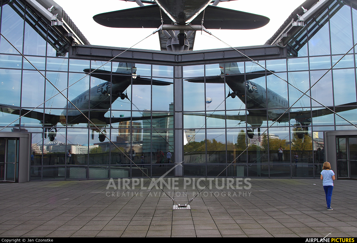 USA - Air Force 45-0951 aircraft at Berlin - Off Airport