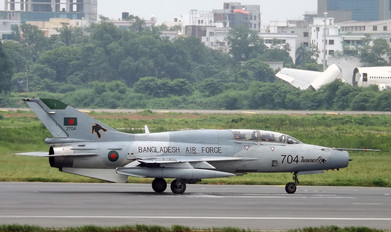 2704 - Bangladesh - Air Force Chengdu F-7BGI
