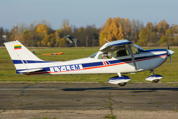 LY-LEM - Private Cessna 172 Skyhawk (all models except RG)