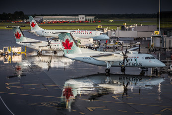 C-FPON - Air Canada Express de Havilland Canada DHC-8-100 Dash 8