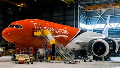 OO-TSB - TNT Boeing 777F