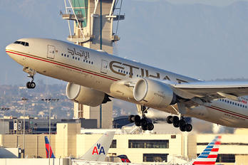 A6-LRB - Etihad Airways Boeing 777-200LR