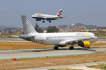 EC-KLT - Vueling Airlines Airbus A320