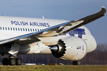 SP-LRE - LOT - Polish Airlines Boeing 787-8 Dreamliner